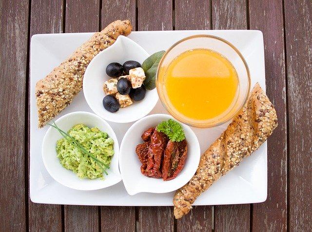 ההשפעה של שעת היום על התיאבון והרצון לאכול מזונות עתירי שומן וסוכר.